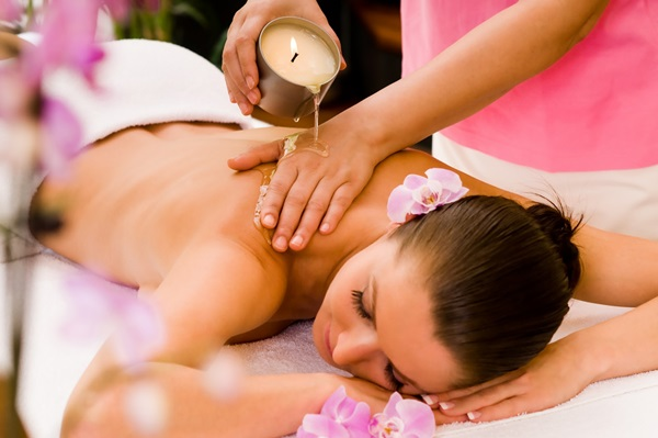massage bằng nến